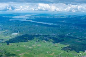 Blick vom Gipfel ins Linthgebiet und den Zürichsee
