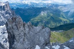 Blick auf den Westgipfel der Dri Türm und die Carschinahütte