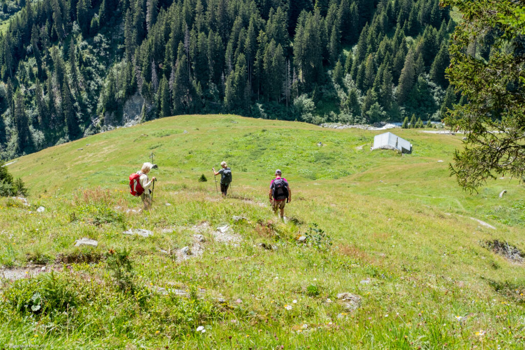 Abstieg auf Alp Rubi Sut bei Brigels