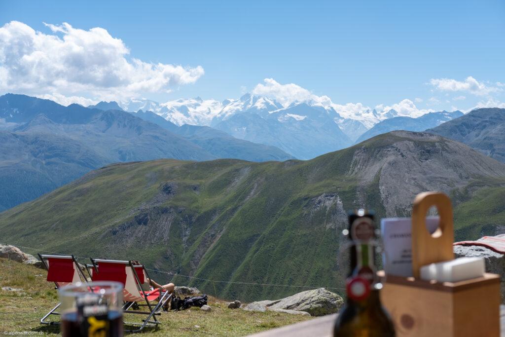 Chamanna d'Es-cha mit Blick auf Bellavista und Piz Bernina