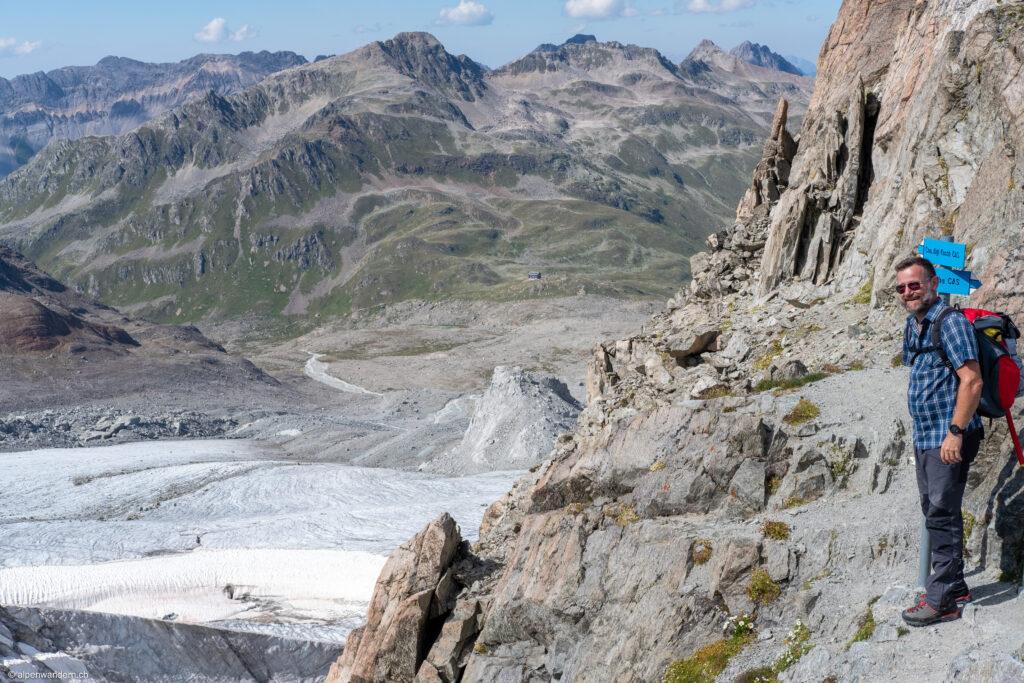 Blick von Porta d'Es-cha zur Kesch Hütte