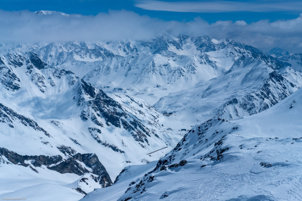 Blick vom Mont Fouchon auf den Pass Grosser Sankt Bernhard