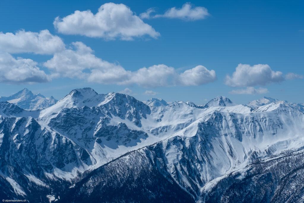 Blick vom Col Ouest de Barasson auf die italienischen Alpen